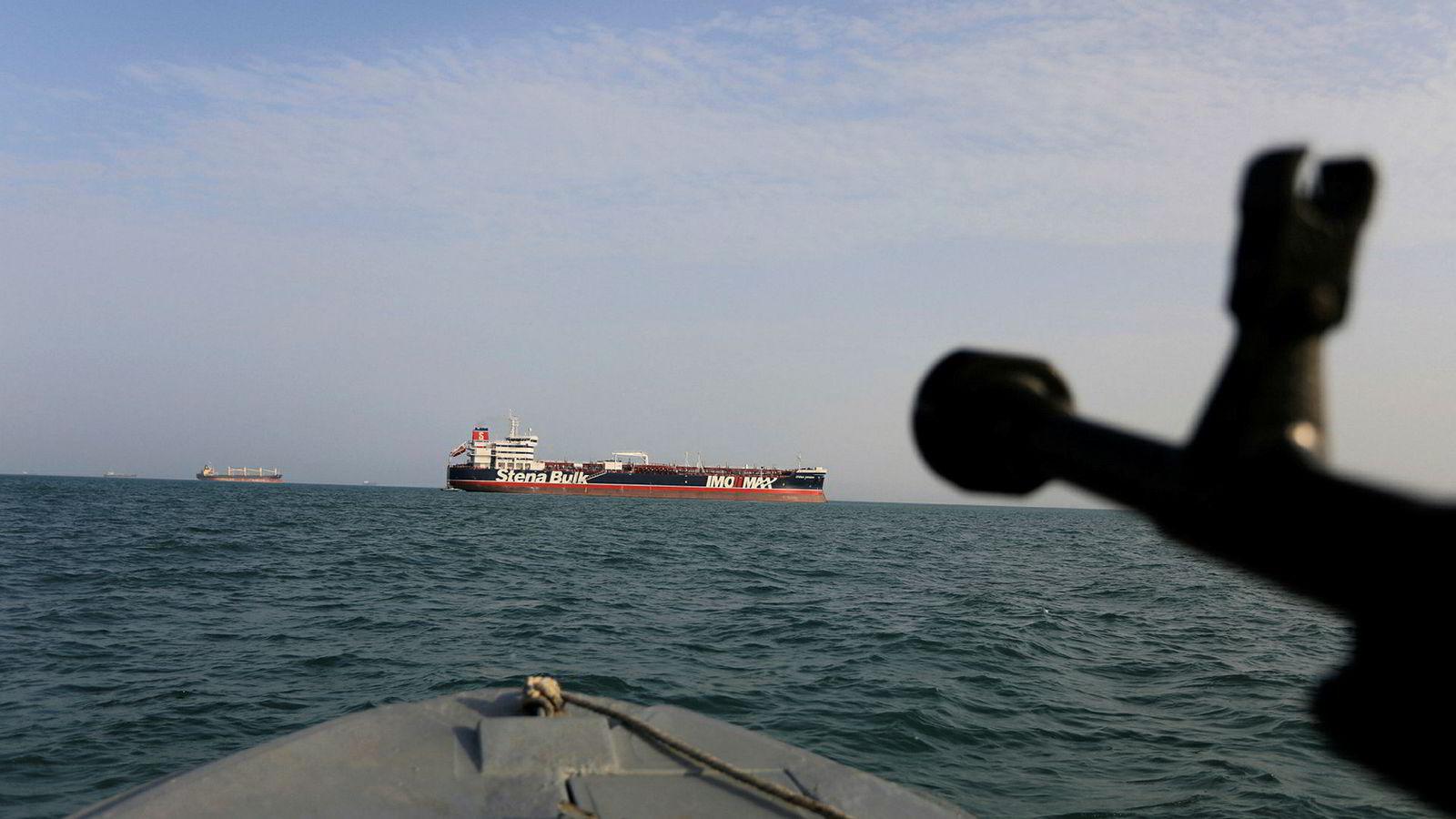 Faren for iranske trusler mot internasjonal skipsfart i Persiabukta etter ikke over, advarer USA.