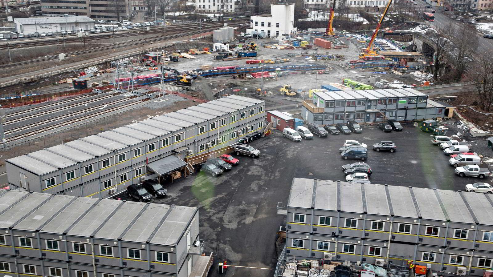 De etablerte anleggsentreprenørene mener at Statens vegvesen og Jernbaneverket glemmer dem når de nå lyser ut gigantiske kontrakter, skriver artikkelforfatterne. Bildet viser starten på Follobaneutbyggingen. Foto: Aleksander Nordahl