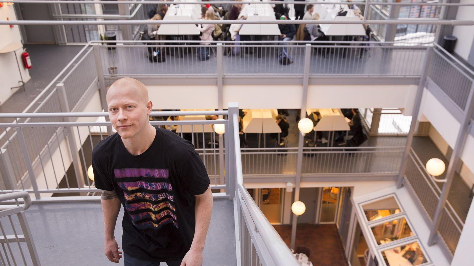 - Det var ikke aktuelt med skole med én gang. Jeg jobbet, var i militæret, sprellet fra meg, kan du si, sier Magnus Sørensen (24) som er i gang med runde to med privatistkurs på Sonans. Nå skal han ta realfag for å begynne på ingeniørstudier.
