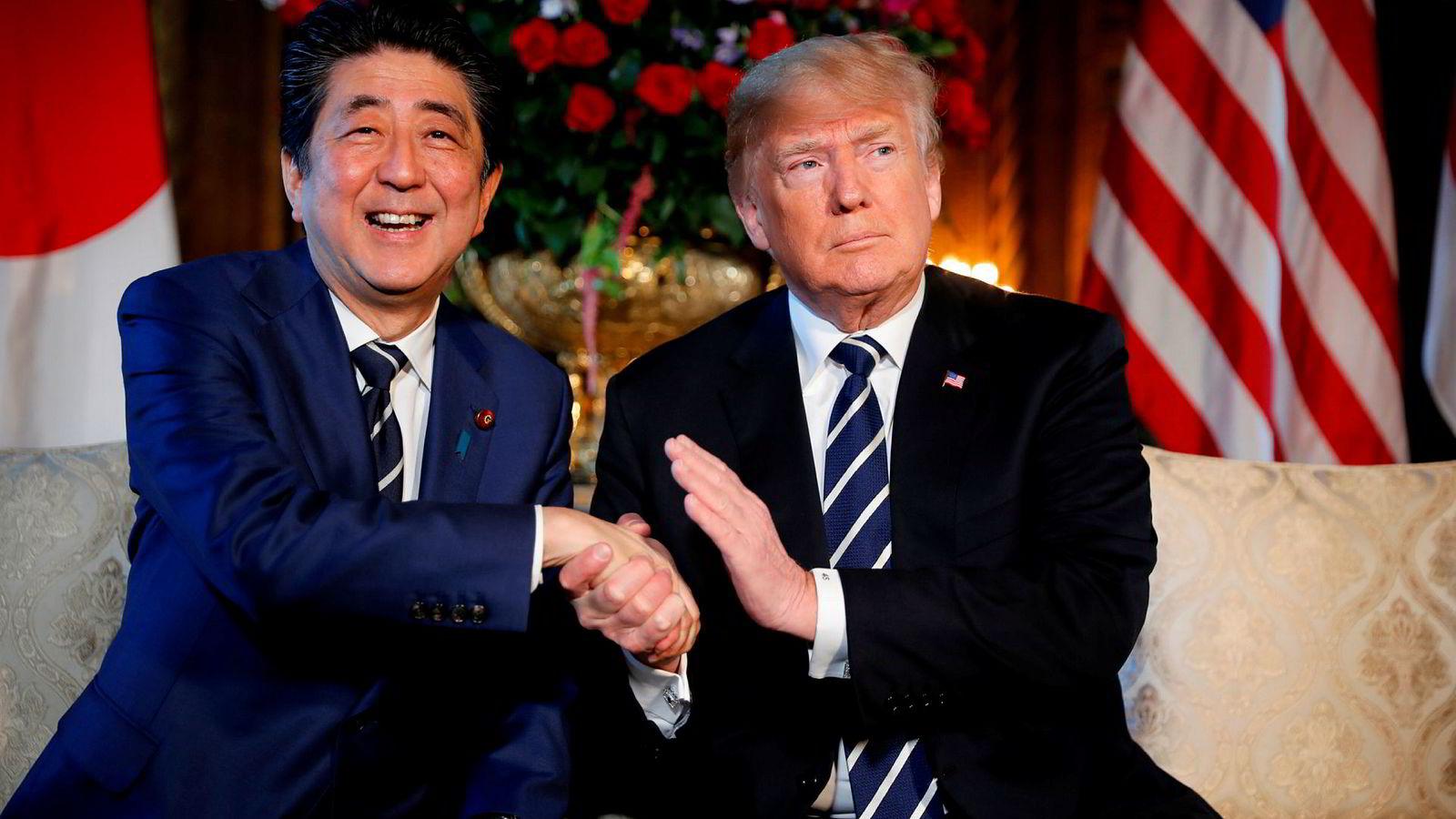 USAs president Donald Trump og Japans statsminister Shinzo Abe skal møtes tre ganger før slutten av juni. I neste uker starter handelsforhandlingene. USA håper på en rask forhandlingsrunde. Japan har god tid.