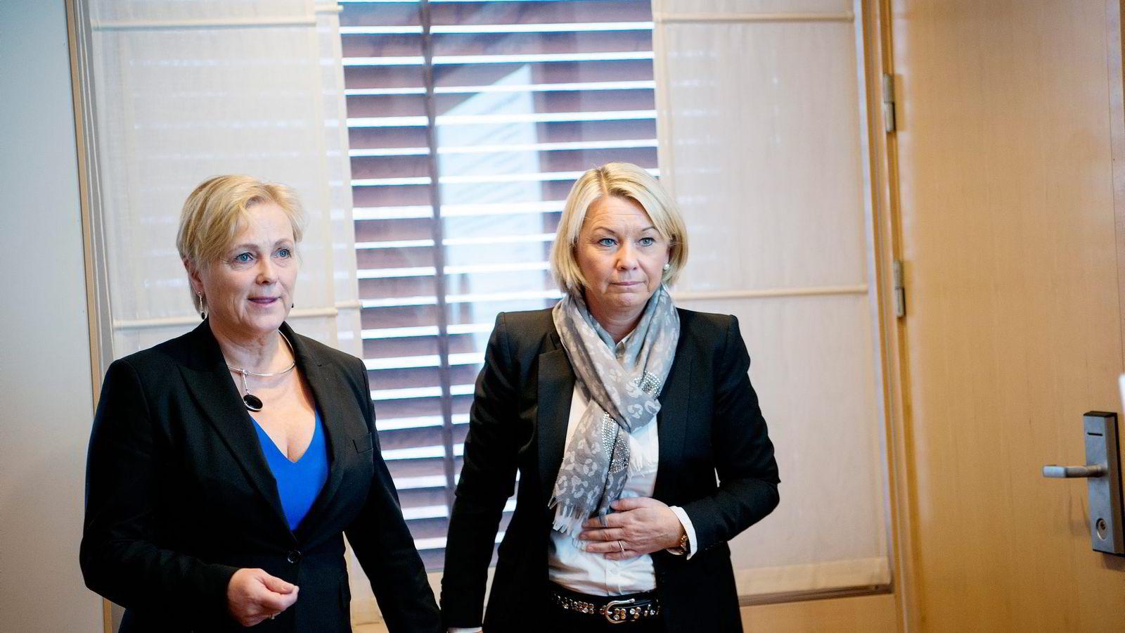 Næringsminister Monica Mæland (til høyre) møter kritikk for ikke å ha fått vurdert egen habilitet i ansettelsen av Thorhild Widvey som styreleder i Statkraft.