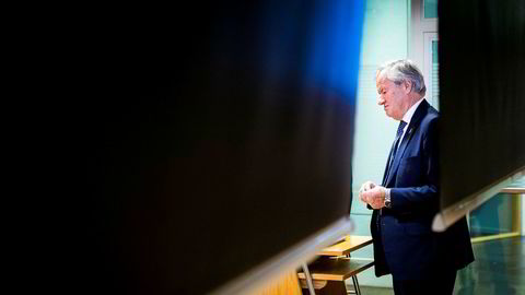 Norwegian-sjef Bjørn Kjos legger frem et underskudd etter fjoråret, og det skyldes at kostnadsnivået stiger uventet. Virksomheten på langdistanse gir ekstra utgifter og en leiekunde i Hong Kong har problemer.