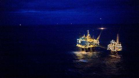 Lavere global vekst kan senke oljeprisen, noe som er en av hovedtruslene mot norsk økonomi, ifølge OECD.