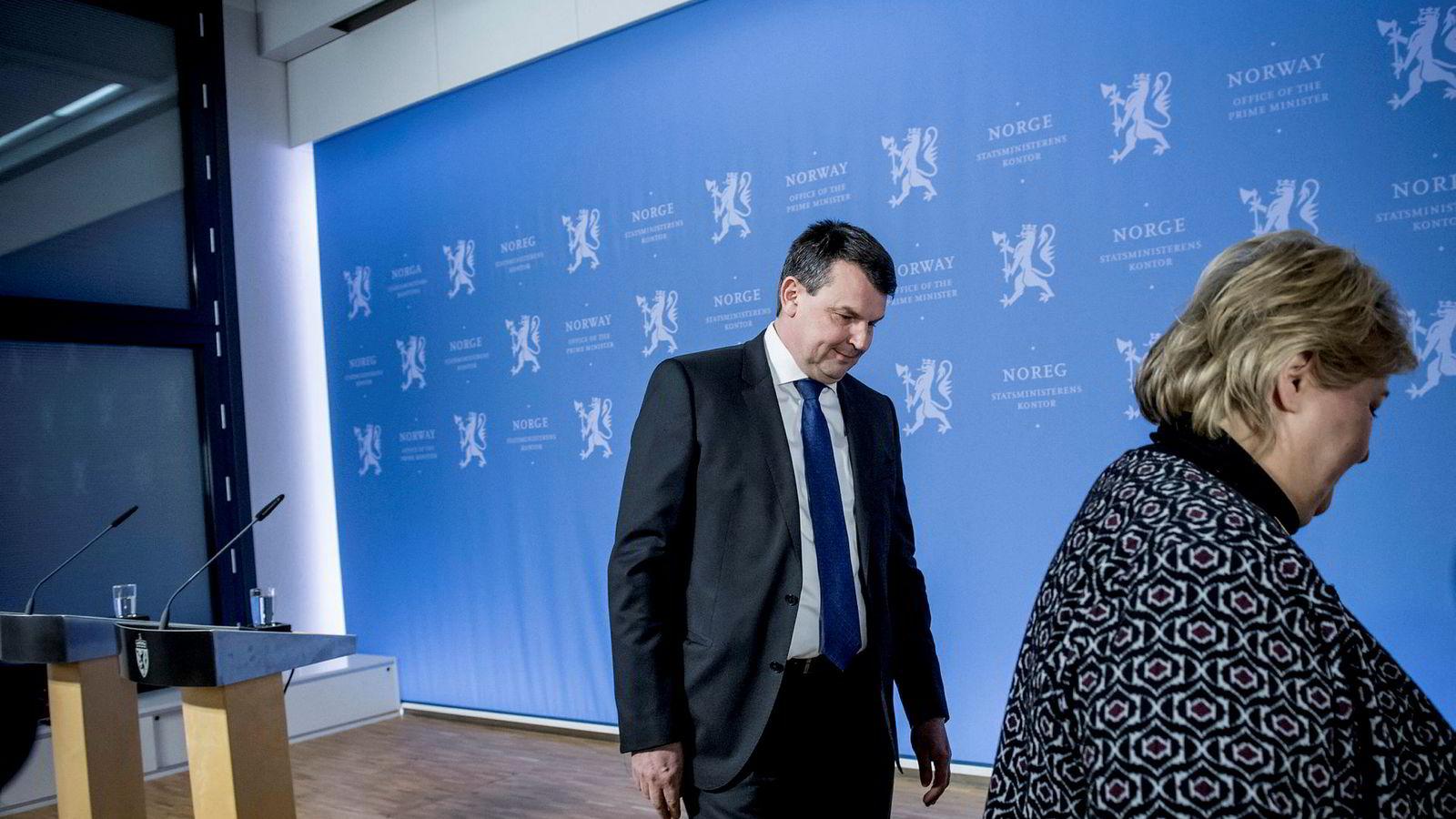 Tor Mikkel Wara går ut av Erna Solbergs regjering.