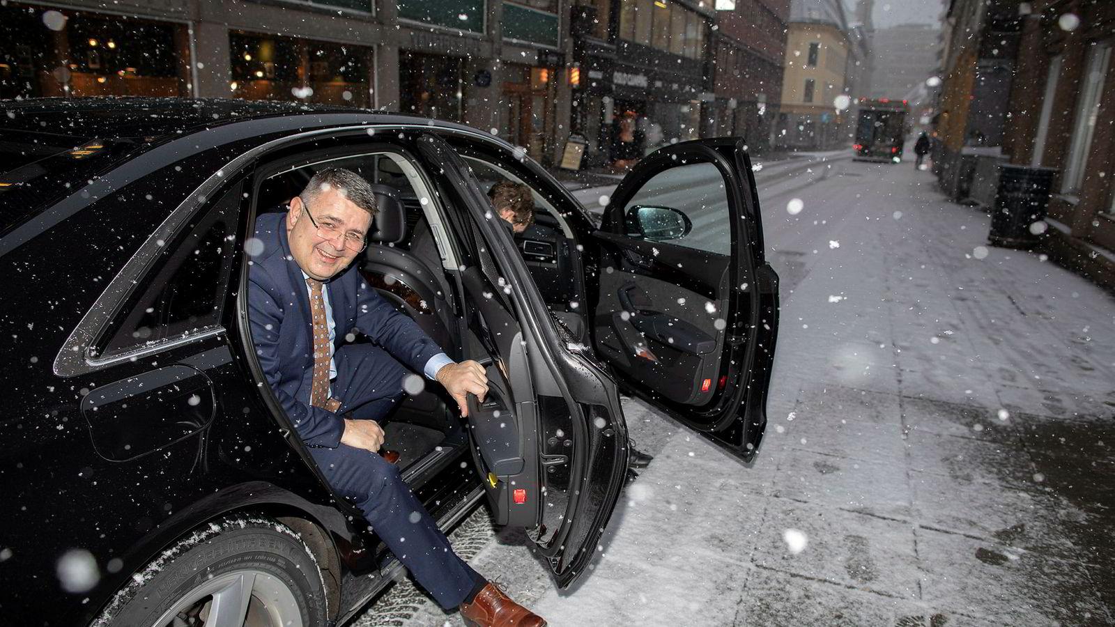 Oljeminister Kjell-Børge Freiberg dro tirsdag formiddag fra regjeringskvartalet i snøvær på vei til Sandefjord-konferansen. Han omtalte seg selv som «Snømannen Freiberg».