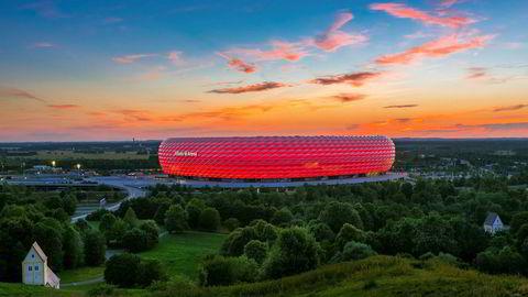 Skulpturell. Den fargesprakende og -skiftende Allianz Arena har profilert byen den ligger i, det beste laget som spiller på den, og arkitektkontoret som står bak den – henholdsvis München, Bayern München og Herzog og de Meuron.