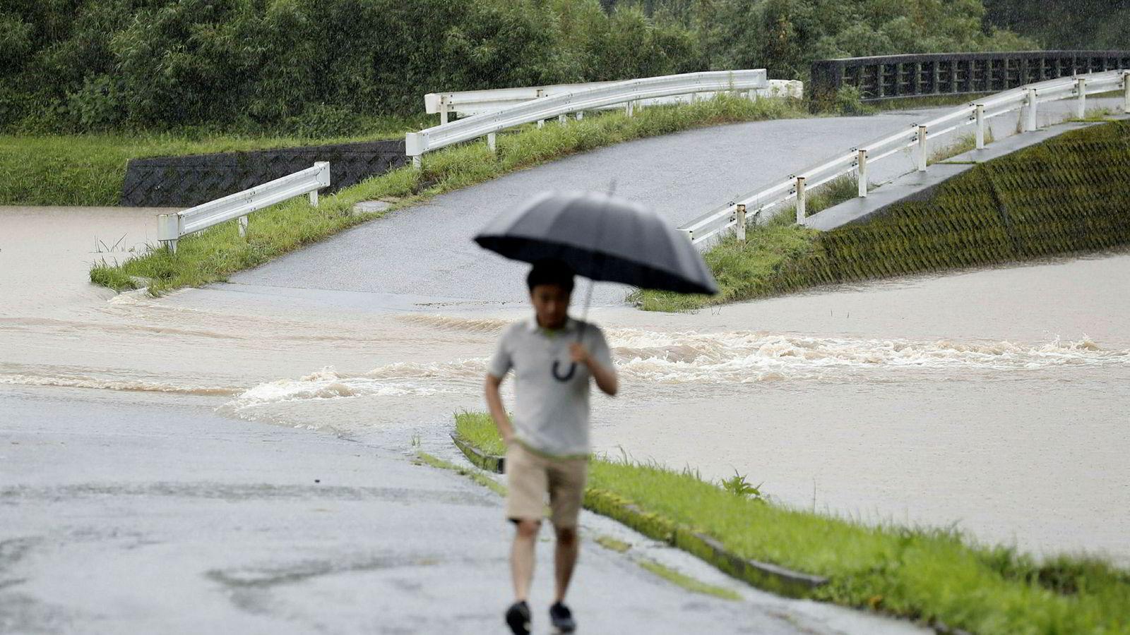 Enorme nedbørsmengder rammer øya Kyushu i Japan.