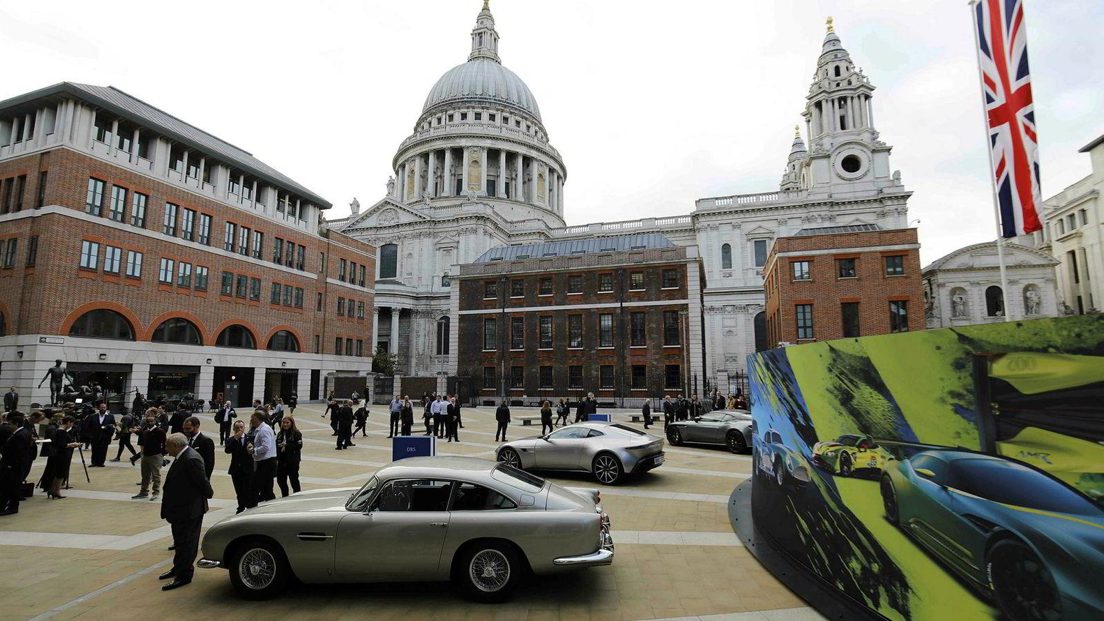 London-børsen faller i likhet med alle de europeiske børsene torsdag. Her fra børsnoteringen av luksusbilmerket Aston Martin sist uke. Aksjene i eierselskapet Aston Martin Lagonda Global Holdings plc har falt daglig siden noteringen.
