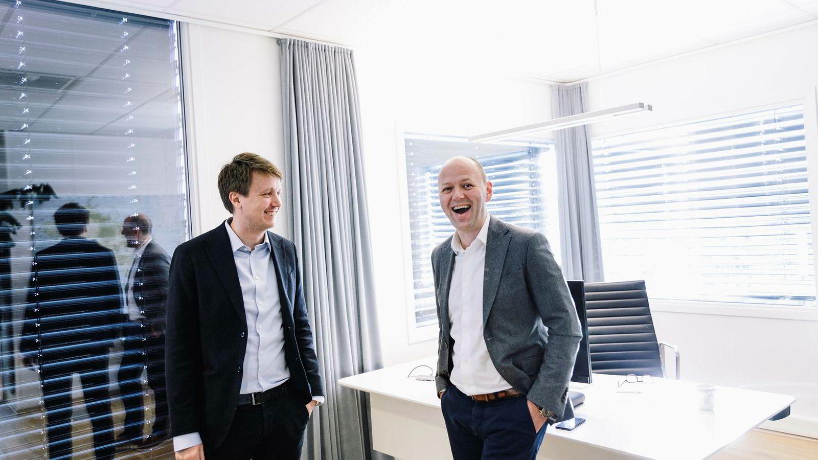 Det ser lyst ut for gründerne Fredrik Larsen (til venstre) og Jan Inge Pedersen. Nå får de opp mot 150 millioner kroner hver inn på bankkontoen etter et delvis salg av aksjer i selskapet de startet i 2011.