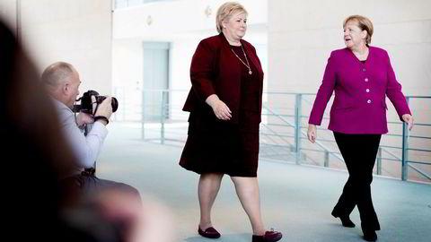 Statsminister Erna Solberg har et godt forhold til Tysklands forbundskansler Angela Merkel. Solberg burde også sittet rundt bordet når Merkel og de andre EU-lederne fatter beslutninger om EUs – og Norges – klimapolitikk.