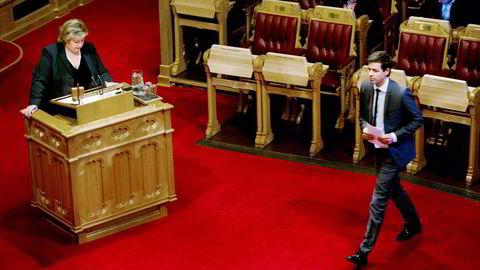 I Stortingets spontanspørretime etterlyste KrF-leder Knut Arild Hareide bedre oppfølging av avtalen statsminister Erna Solberg har med KrF og Venstre om lengeværende asylbarn. Foto: Mikaela Berg
