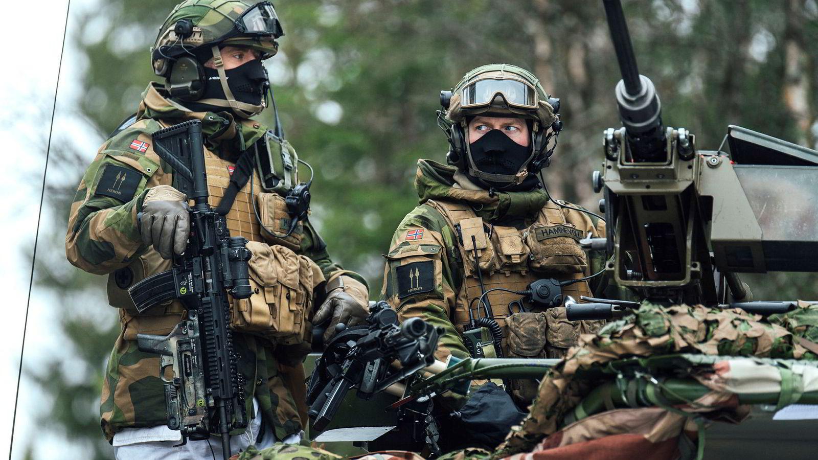 Nato-styrker trener også i neste uke på konvensjonell krig i Midt-Norge. Her heimevernssoldater under Nato-øvelsen Trident Juncture.