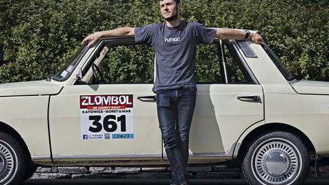 Kommunistskyv. Wartburg Neue 1000 gir Michal Czyzewski medfart i den norske Wartburg-klubben såvel som i frislipp. Han er aldri blitt vinket til side ved grenseoverganger på reisen mellom Bærum og Polen