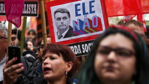 «Not him». Favoritt til å vinne det brasilianske presidentvalget er den høyreorienterte kandidaten Jair Bolsonaro. Men han har også mange motstandere.