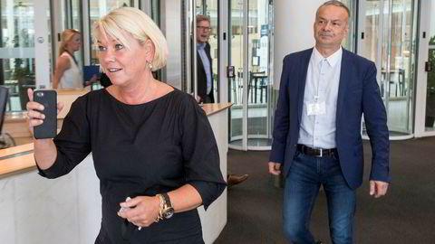 Kommunal- og moderniseringsminister Monica Mæland og fylkesrådsleder i Troms, Willy Ørnebakk (Ap) etter møtet mandag.