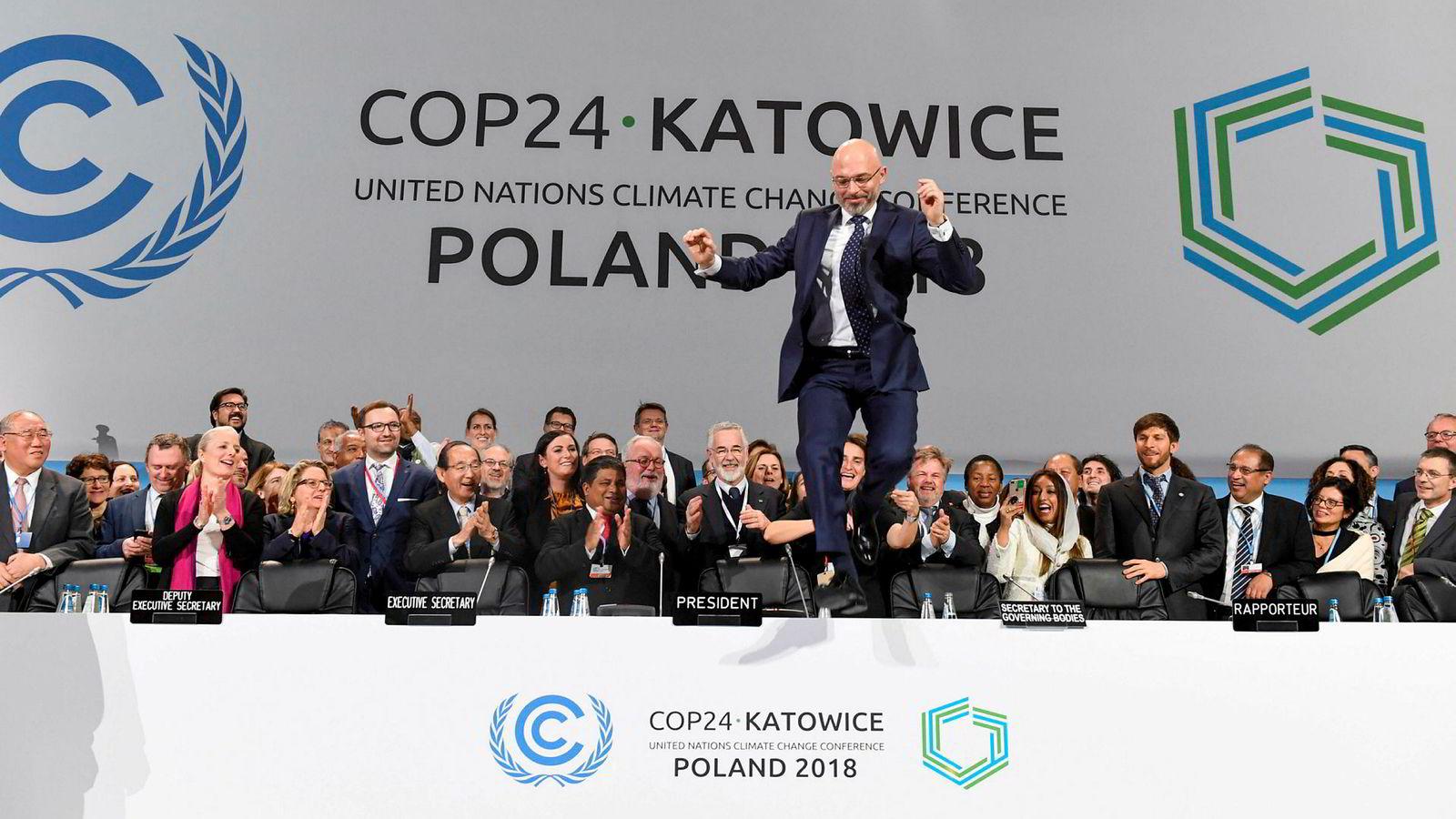 COP24-president Michal Kurtyka feirer at den siste delen av klimatoppmøtet i Katowice, Polen, er gjennomført. Det ble enighet om flere viktige grep for å omsette Parisavtalen i konkret handling.