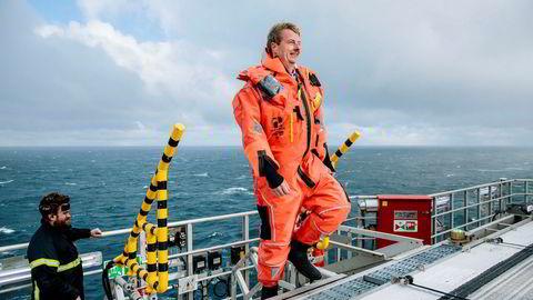 Olje- og energiminister Terje Søviknes (Frp) får en ny milliardutbygging i nord. Her fra et besøk på Snøhvit-feltet.