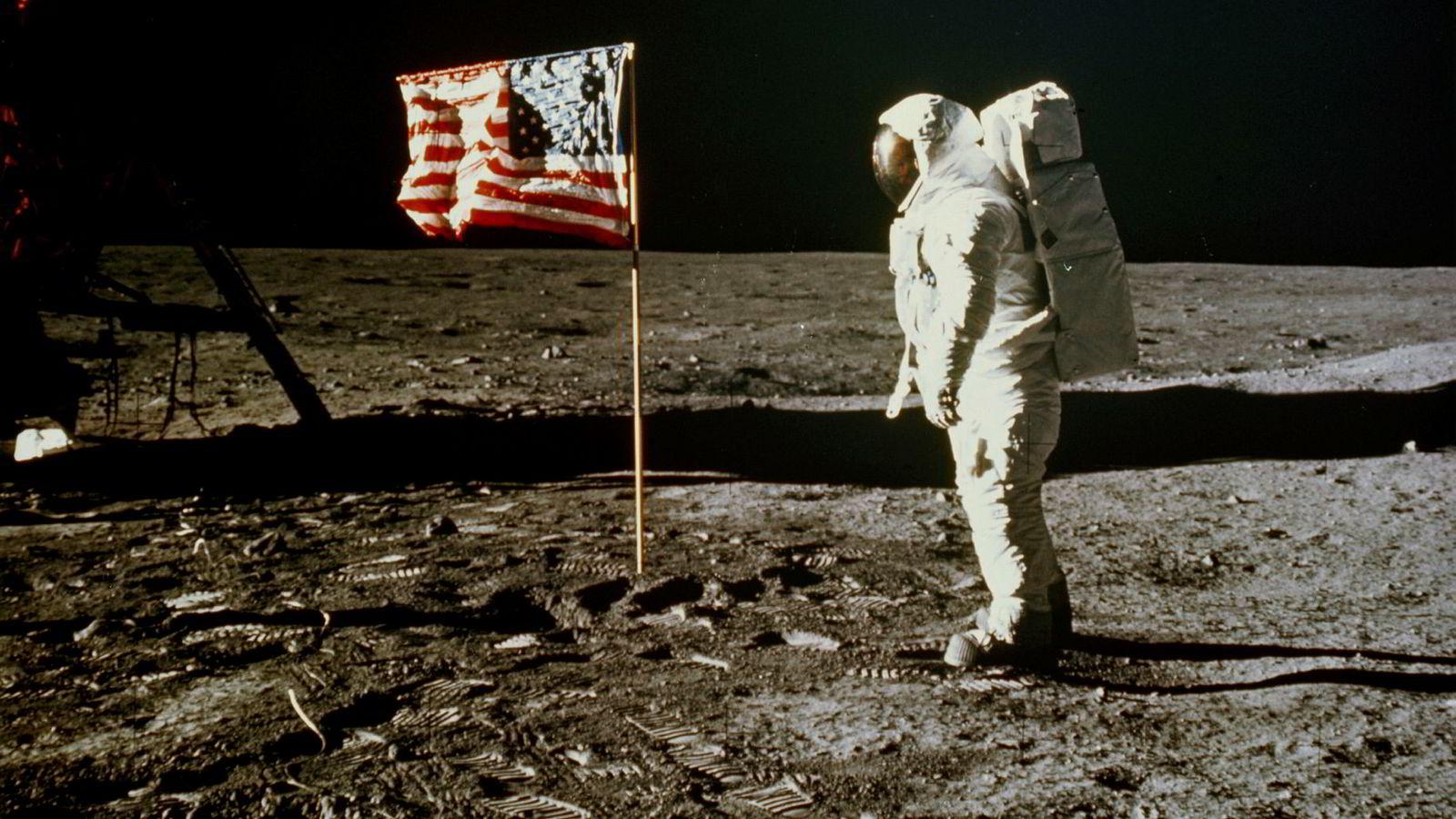 På tur igjen? «Buzz» Aldrin planter det amerikanske flagget på Månen, 20. juli 1969. Få amerikanere mener en ny utflukt er høyest prioriterte romfartsmål.