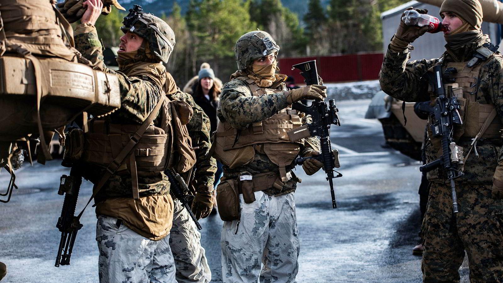 De nye kravene til finansiering av amerikanske styrker i Norge hadde vært lettere å avvise dersom man hadde sitt på det tørre med prosenten, slik britene har. Denne amerikanske regjeringen har ikke tenkt å gi seg. Her amerikanske soldater fra en øvelse under Trident Juncture i Oppdal.