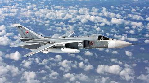 Russland skal i helgen ha sendt ut et jagerfly av typen «Sukhoi Su-24» for å avskjære det amerikanske krigsskipet «USS Ross», som skal ha oppført seg «aggressivt» i Svartehavet. Foto: Alexander Mishin / Wikimedia