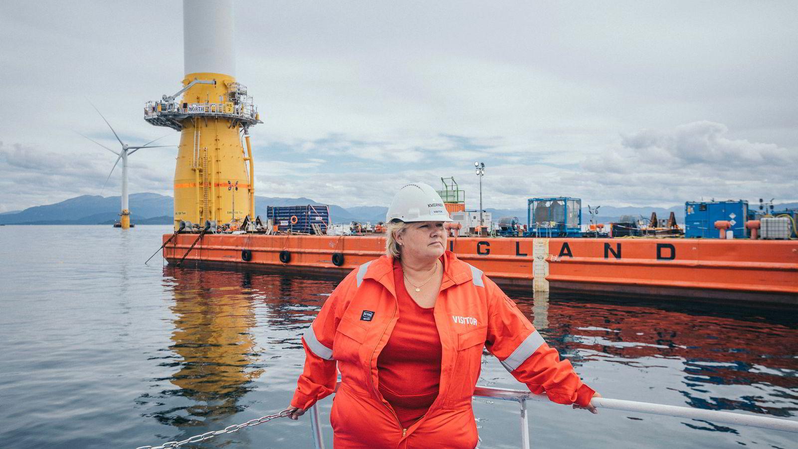 Statsminister Erna Solberg ville ha grønn omstilling. Slik gikk det ikke. Her fra hennes vestlandsturné før valget i 2017 der hun besøkte Kværner Stord og så på bygging av installasjoner til Johan Sverdrup-feltet.