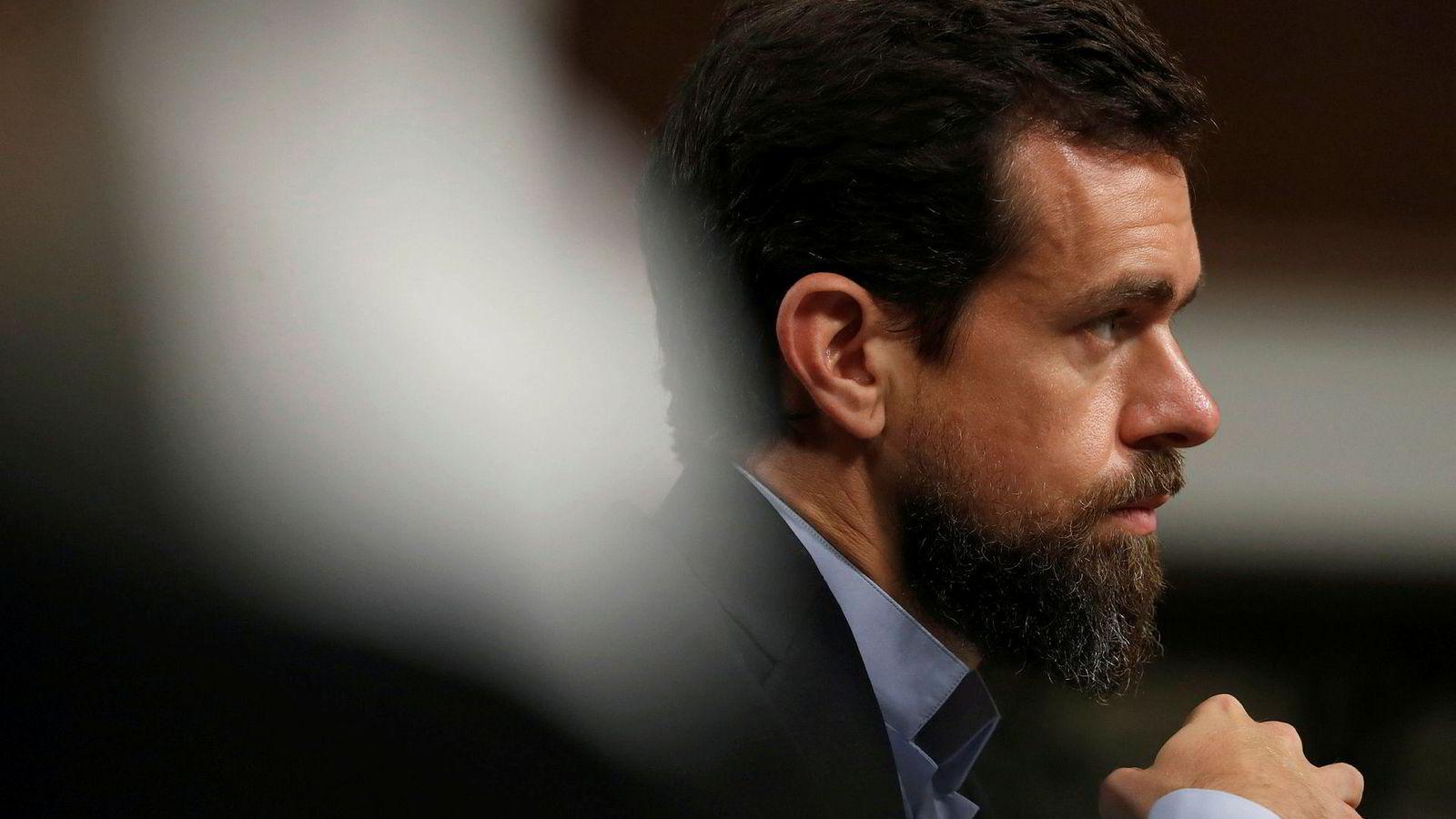 Twitter-topp Jack Dorsey avviser at selskapet tar politiske hensyn.