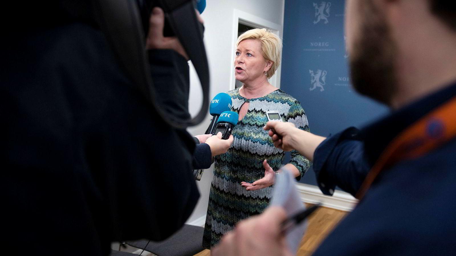 Finansminister Siv Jensen hadde en alvorsprat med flere banker tirsdag.