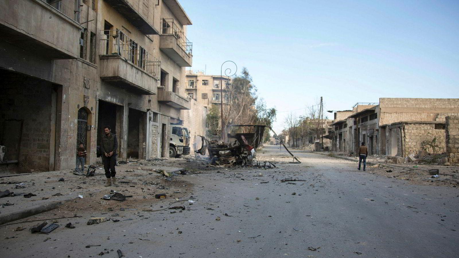 En sivil syrer i landsbyenBab al-Nayrab i Syria lørdag.