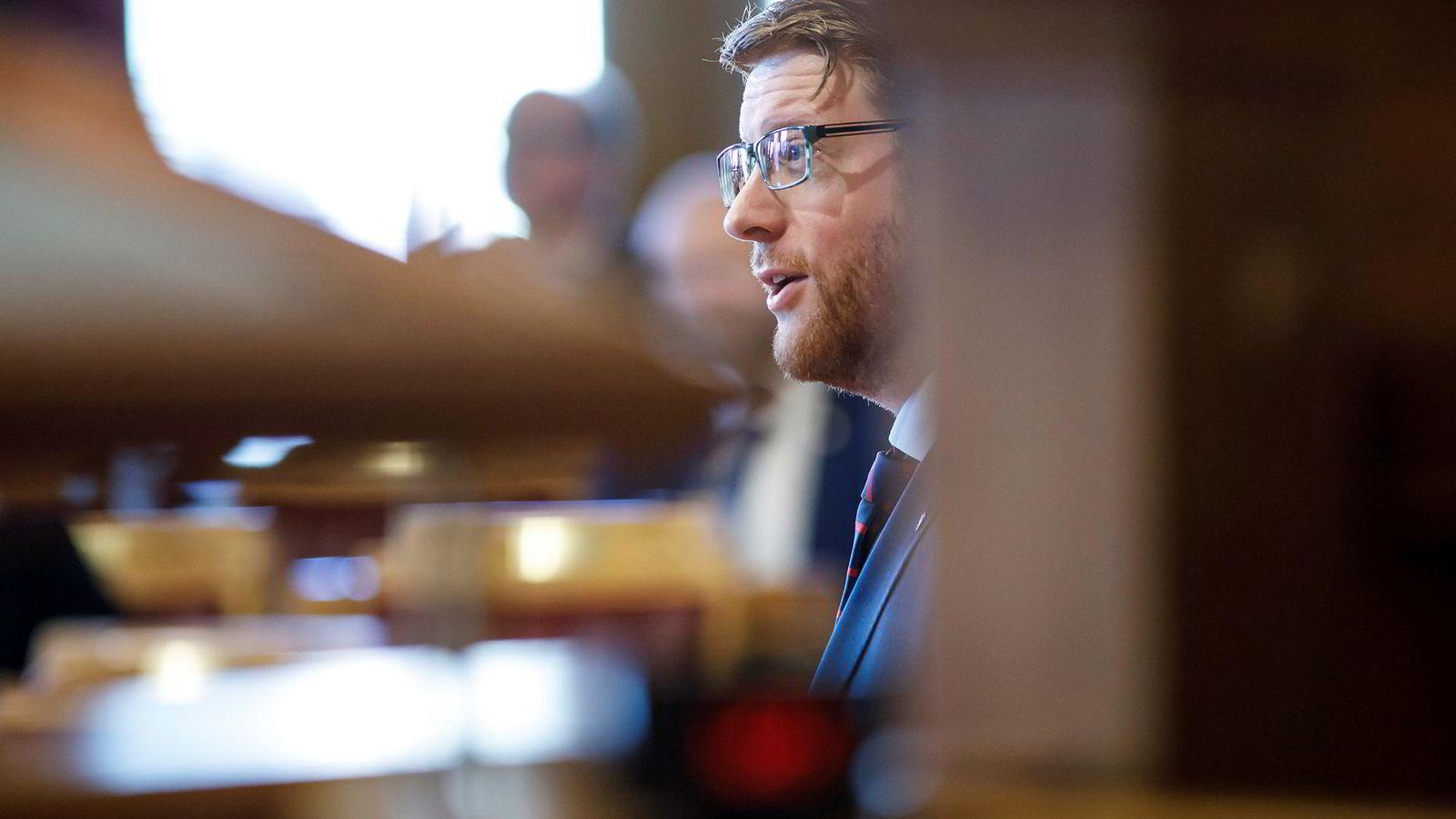 Oppkjøpsfond bør ikke få overta barnehagekjeder, mener Ap-talsmann Martin Henriksen.
