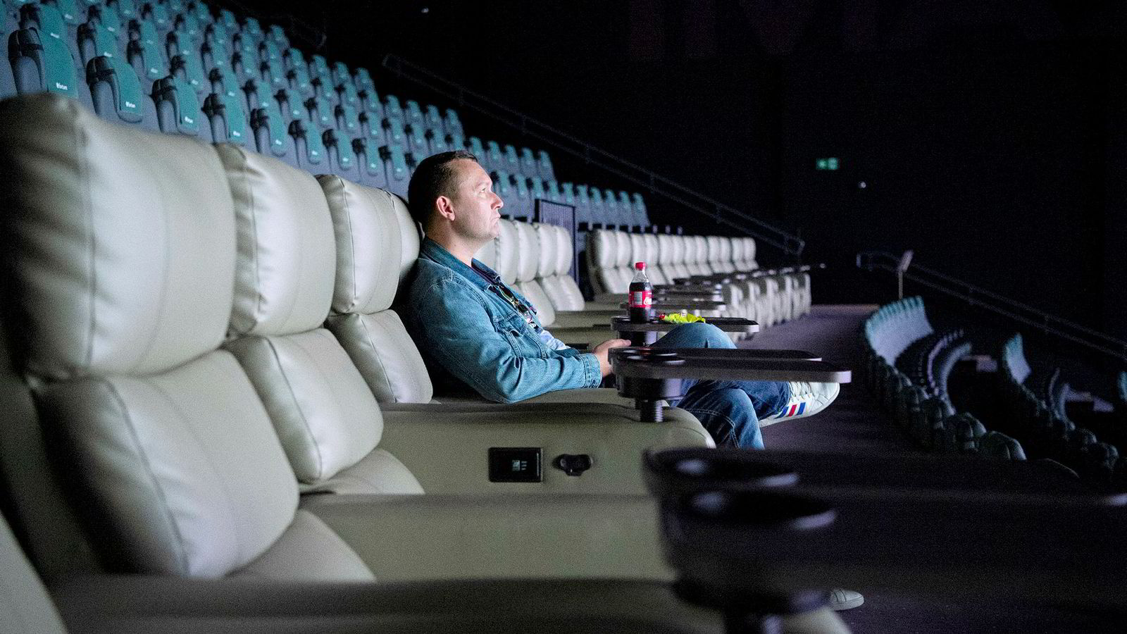 I Imax-salen på Odeon Storo i Oslo er det egne VIP-seter med bedre benplass, varme i sete og uttak til mobilader. Johan Lundberg skulle se Tarantino-filmen «Once Upon a Time … in Hollywood» tirsdag.
