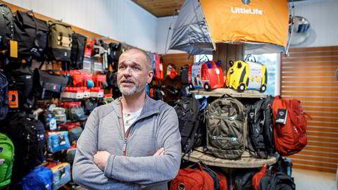 Raymond Haase er butikksjef på Nomaden i Oslo, og registrerer at camping og friluft for mange er en god erstatning for eksotiske reiser.
