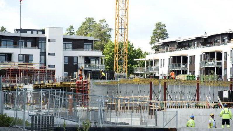 Arbeidsinnvandrere som bygger boliger til nordmenn, sliter selv med å finne seg et sted å bo i Norge. Illustrasjonsfoto fra Rolfsbukta på Fornebu.