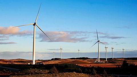 Utdatert? En ny generasjon supervindmøller skal være under utvikling, skal vi tro vindmølleprodusentene. Her fra vindmølleparken på Jæren i Rogaland.