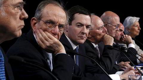 Først måtte Storbritannias finansminister George Osborne (nummer tre fra venstre) denne uken forsikre om at ikke har penger i skatteparadis, så erklærte han krig mot dem. Her sammen med finansministerkolleger fra Italia, Tyskland, Frankrike og Spania, samt IMF-sjef Christine Lagarde.  Foto: Jonathan Ernst / REUTERS/ NTB scanpix