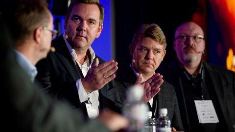 Radiotoppene Lasse Kokvik fra Bauer Media og Kenneth Andresen fra P4-gruppen gikk hardt ut mot radiosjef Jon Branæs (bakerst) i NRK. Helt til venstre: Harald Eide-Fredriksen, Medie- og forhandlingsdirektør i Dentsu Aegis.