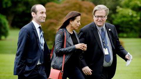 President Donald Trump bekrefter at Dina Powell er aktuell som ny FN-ambassadør. Her er Powell avbildet i fjor med Trumps tidligere sjefstrateg Steve Bannon (til høyre) og Trump-rådgiver Stephen Miller.