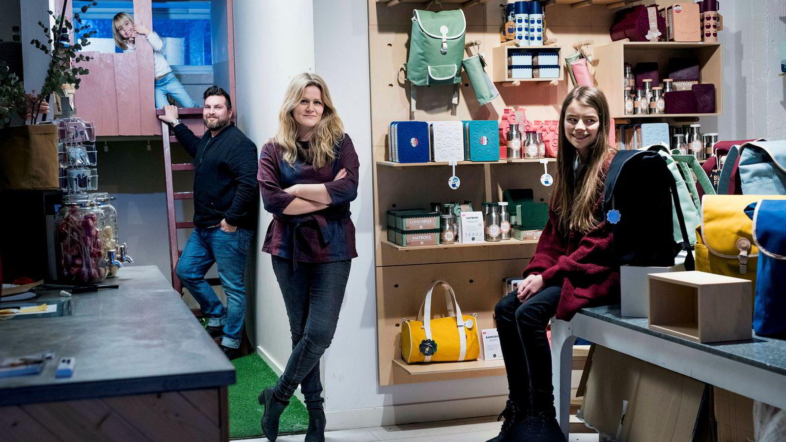 Blafre-familien har showroom på Ekeberg i Oslo. Fra venstre junior produktrådgiver Lotta Johanna (5), produktsjef Remi David Fagervik (45), gründer Ingrid Erøy Fagervik (40) og senior produktrådgiver Nora Mathea (12). Alle foto: Skjalg Bøhmer Vold