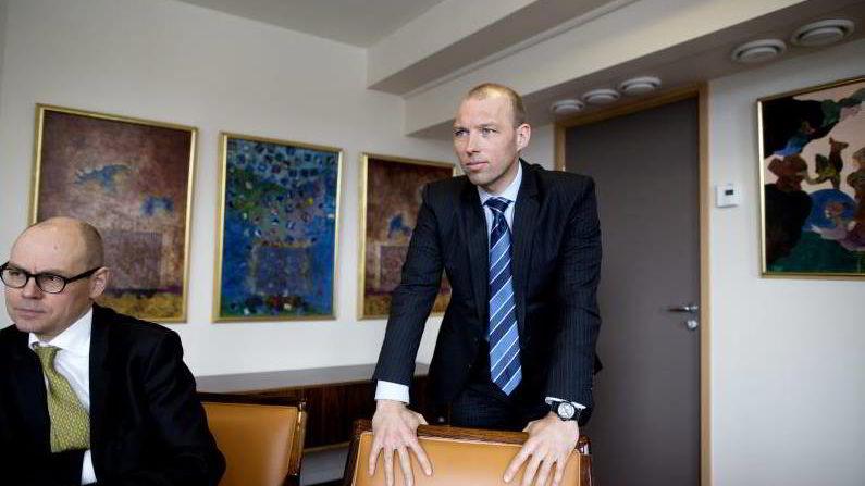 Christian Must (stående) overtar styringen av Fondsfinans. Nils Erling Ødegaard (med briller) er fortsatt administrerende direktør.