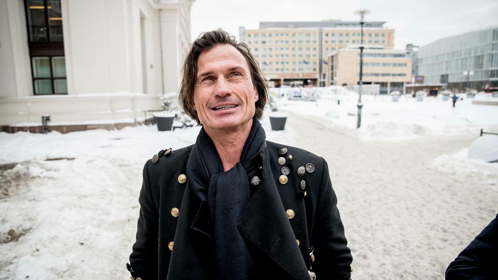 Samtidig som Petter Stordalen bygger videre på sitt hotellimperium forsøker han også å la en del av formuen yngle på børs.