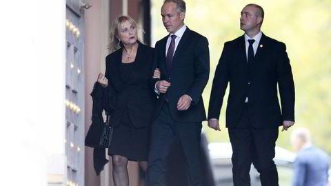 Kulturminister Thorhild Widvey (H) (til venstre) og arbeidsminister Robert Eriksson (Frp) (til høyre) ønsket å forbli i sine stillinger. Også Jan Thore Sanner (i midten) ønsket å fortsette, noe han også fikk.
