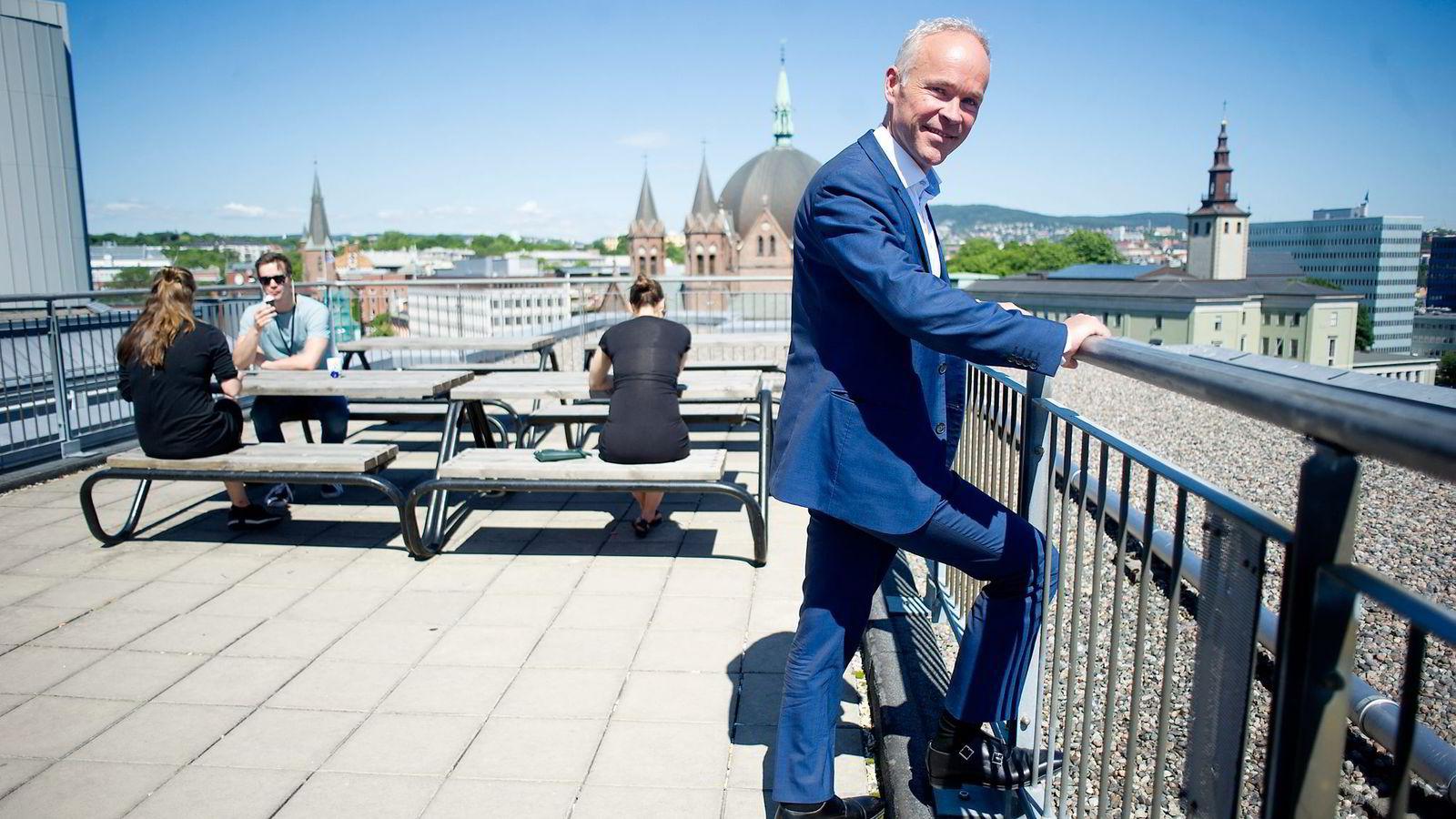 Kommunalminister Jan Tore Sanner mener det er «common sense» å gi kommuner unntak for fristen, i spesielle tilfeller.