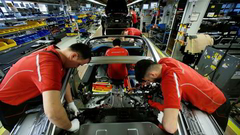 Industrien utgjør kun 10–15 prosent av økonomiene i den vestlige verden. En nedtur i industrien blir først farlig når den smitter over på resten av økonomien.