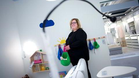 Ikeas servicepunkt på Skøyen var i praksis et utstillingsvindu, men kundene fikk ikke med varene hjem. Sjefen for Ikea i Norge, Clare Rodgers, konstaterer at konseptet ikke har fungert etter intensjonen.