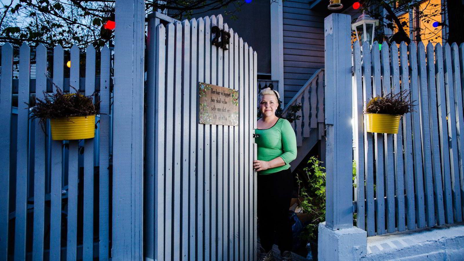Linda Mork har kjøpt ny bolig til 6,4 millioner kroner. Leiligheten i byhuset blir i juni byttet ut til hus med hage.