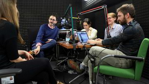 Teamet bak The New York Times' podkast «The Daily». Fra venstre Rachel Quester, Michael Barbaro, Lisa Tobin, Theo Balcomb and Andy Mills.