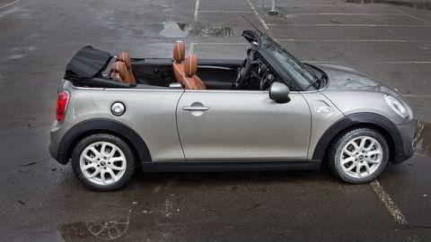 Mini i cabriolet-versjon er nesten like bra på veien som en vanlig Mini. Alle foto: Embret Sæter