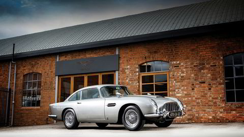 Denne Aston Martin DB5 ble torsdag solgt på auksjon for 6,385 millioner dollar.