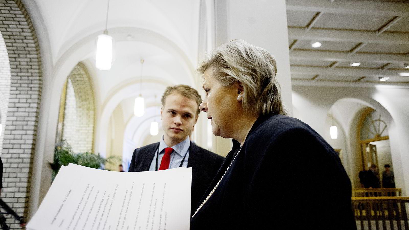 NYE UTFORDINGER. Rolf Erik Tveten har vært en av statsminister Erna Solbergs nærmeste medarbeidere, men nå venter nye oppgaver for 27-åringen. Arkivbilde tatt i 2013. FOTO: Mikaela Berg