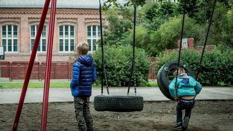 Barn er ekstra sårbare når de går fra barnehagen til skolen. Det er viktig at de og foreldrene opplever overgangen som trygg og god, skriver artikkelforfatteren. Foto: Gorm K. Gaare