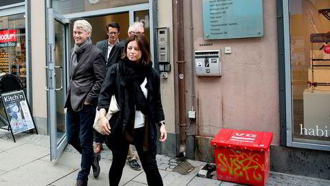 TV 2 saksøker tv-distributøren Get. Fra venstre: TV 2-sjef Olav T. Sandnes, juridisk direktør Tomas Myrbostad, advokat Theo Jordahl (delvis skjult) og organisasjons- og kommunikasjonsdirektør Sarah Willand.